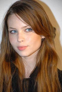 10 Imágenes que muestran el poder del maquillaje en las súper estrellas de Hollywood